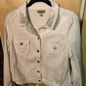 One World Women's White Jean Jacket Front Pockets